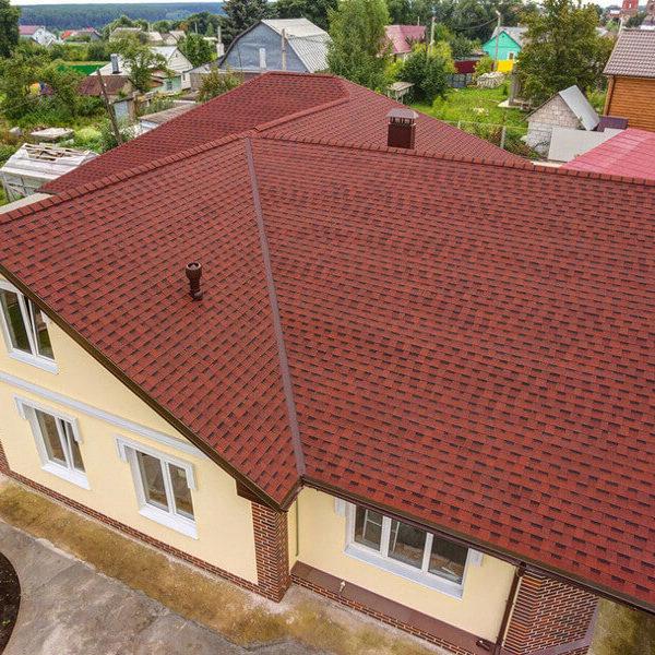 Шинглас Ранчо красный на крыше дома