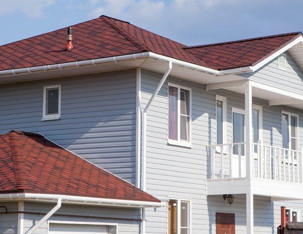 Финская соната красная на крыше дома фото